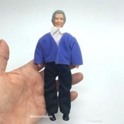 Дедушка в синей кофте и брюках, миниатюра 1:12