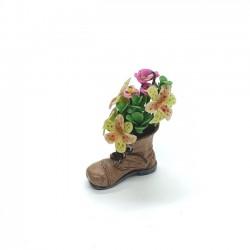 Букет в ботинке, кукольная миниатюра 1:12
