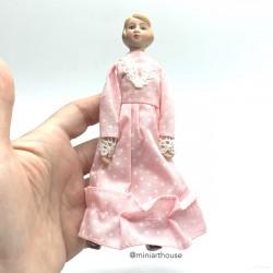 Дама в розовом платье, миниатюра 1:12