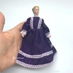 Дама в сиреневом платье, фарфор, миниатюра 1:12