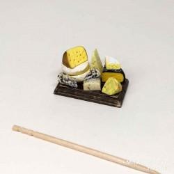 Сыр. Композиция на темной досочке, миниатюра 1:12