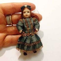 Кукла в платье, миниатюра