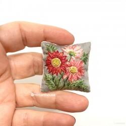 Подушка Цветы, вышивка, миниатюра 1:12