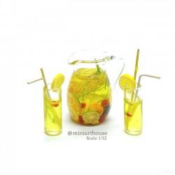 Кувшин лимонада с бокалами, кукольная миниатюра 1:12
