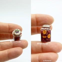 Слива, компот в банке, миниатюра, масштаб 1:12