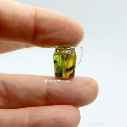 Оливковое масло с травами в кувшине кукольная миниатюра 1:12