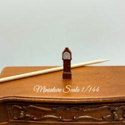 Часы напольные, миниатюра 1:144