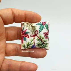 Подушка Рождественская, вышивка, миниатюра 1:12