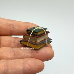 Стопка старых книгкниг, миниатюра 1:12
