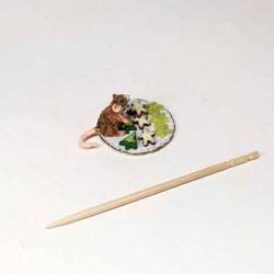 Мышка на тарелочке с пряниками,  кукольная миниатюра 1:12
