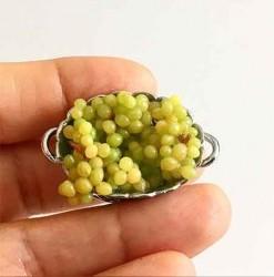 Виноград зеленый в серебряной корзинке, масштаб 1:12