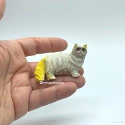 Котик  белый, кукольная миниатюра 1:12