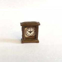 Часы настольные квадратные коричневые, масштаб 1:12