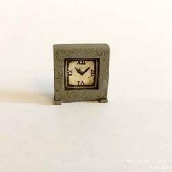 Часы квадратные серые, масштаб 1:12