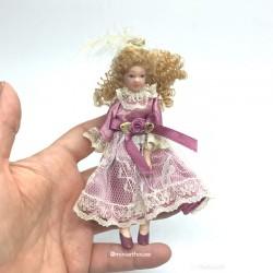 Викторианская девочка, кукольная миниатюра 1:12