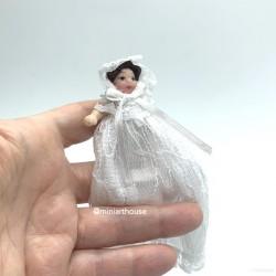 Ребенок, девочка в длинном платье, кукольная миниатюра 1:12