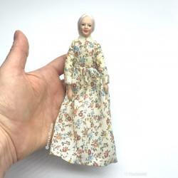 Бабушка современная, кукольная миниатюра 1:12