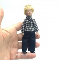 Мальчик в черных брючках, миниатюра 1:12