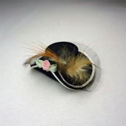 Дамская шляпка черная с перьями, миниатюра 1:12