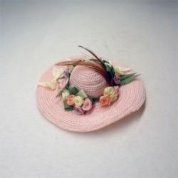 Дамская шляпка, розовая с цветами, масштаб 1:12