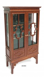 Шкаф China Cabinet with Fret doors,  масштаб 1:12