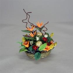 Цветочный букет со стрелицией в корзине, миниатюра 1:12