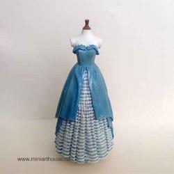 Манекен в платье, масштаб 1:12