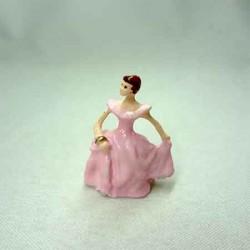 Статуэтка Девушка в розовом платье